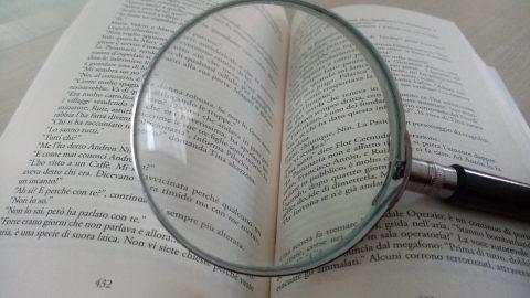 lente ingrandimento su libro